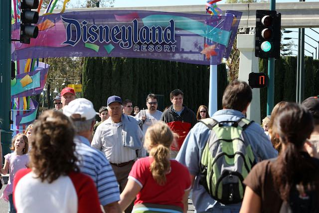 disneyland_entrance.jpg