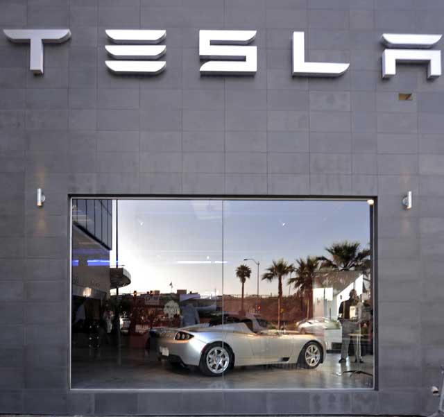 Tesla opens first dealership in Los Angeles at Santa Monica and Sepulveda