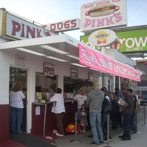 Some Chicago Hot Dog Stand Is Picking A Fight With Pink's On Twitter