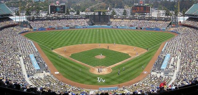 800px-Dodger-Stadium-Panorama-052707.jpg