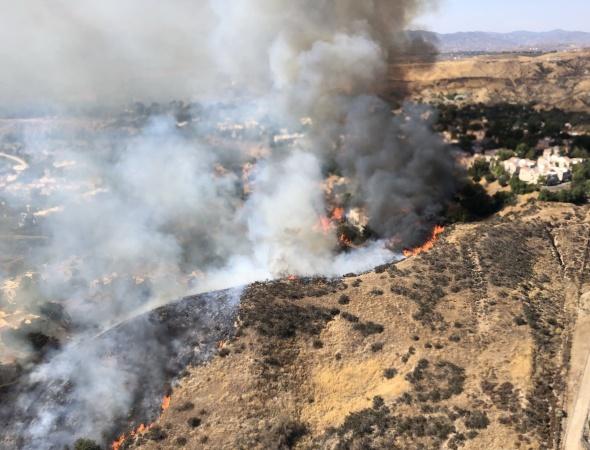 Railroad Fire Burns Homes In Santa Clarita