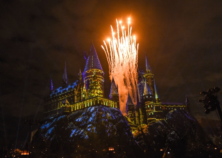 Christmas Harry Potter.Universal Studios Toasts Christmas With Hot Butterbeer And A Holiday