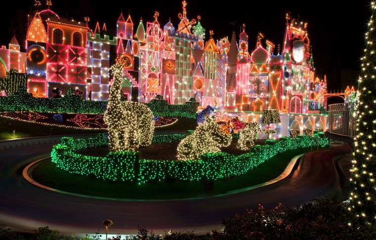 Christmas At Disneyland Explained In 15 Photos: LAist
