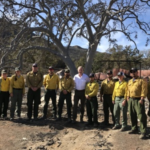 Woolsey Fire: Gov. Brown, Secretary Zinke Tour Burn Zone; Hill Fire Now Fully Contained