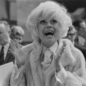 Carol Channing Dies At 97. Watch Her Give A Tour Through '60s Los Angeles