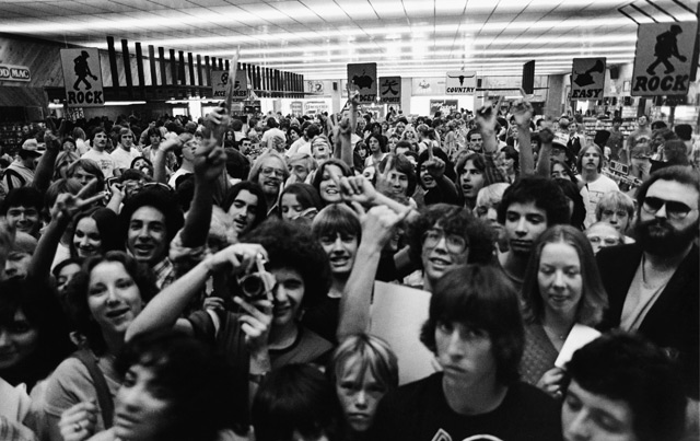 Fans at a Police 'in-store', Austin, Texas, 1980<br /> (c) Andy Summers and courtesy of TASCHEN