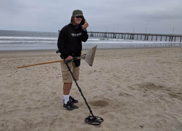 This Amateur Metal Detectorist Is Fighting Pirates On The Beaches Of Santa Monica