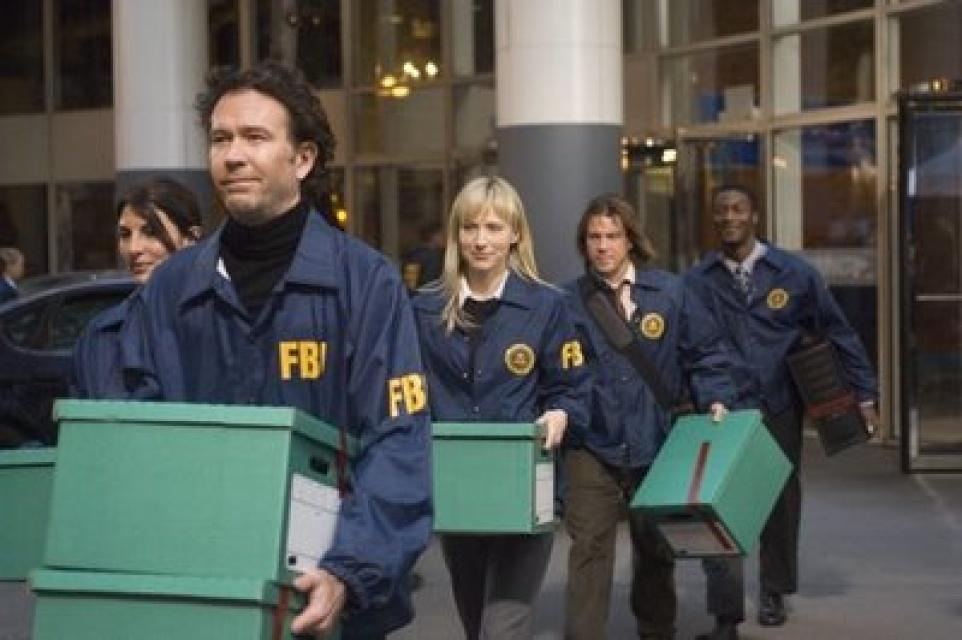 TV Junkie: \'Leverage\' Premiere w/Timothy Hutton; Malkovich on \'SNL ...