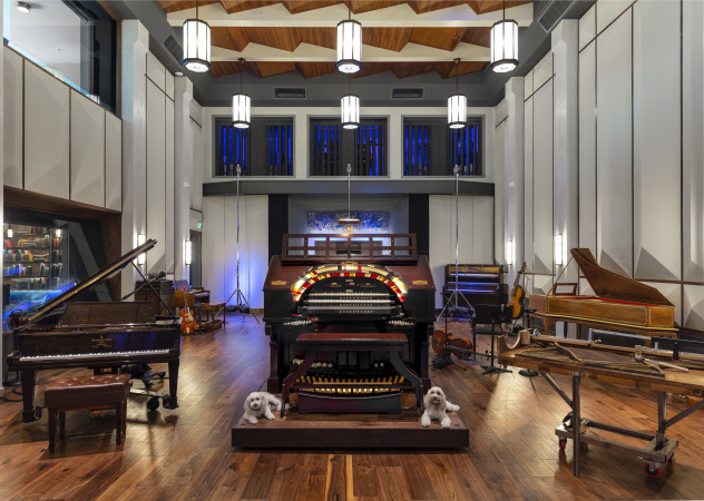 What It Looks Like Inside One Of Hollywood's Most Famous Wurlitzer Pipe Organs