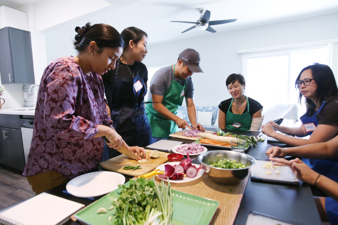 At This New Cooking School, Classes Happen In Immigrants' Kitchens