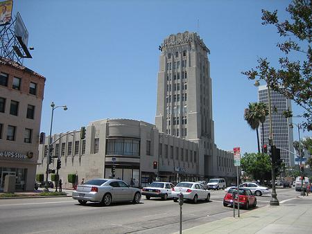 Wilshire%20Tower%20Building%20Desmond%27s%20Depatment%20Store%20-%201928%20by%20Gilbert%20Stanley%20Underwood.jpg