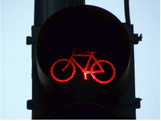 bicycle runs red light in los angeles