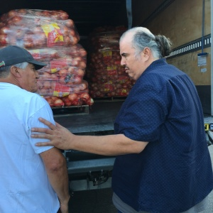 How One LA Charity Is Keeping Food From Being Wasted -- And Feeding Needy Families