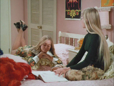 marcia brady and jan brady back when they were making out