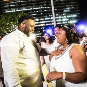 Photos: Guests Dressed In All White Took Over Downtown's Music Center For Dinner En Blanc