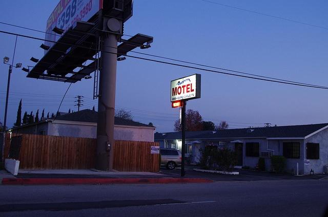 motel_on_xmas.jpg
