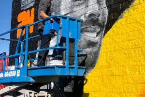 A New Kobe Mural Is Going Up At 1st And La Brea