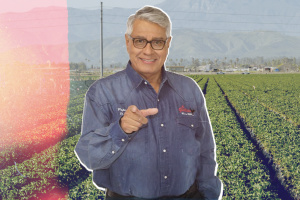 Mis Ángeles: For Bakersfield's Campesinos, Pepe Reyes' Golden Voice Has Been An Invaluable Resource