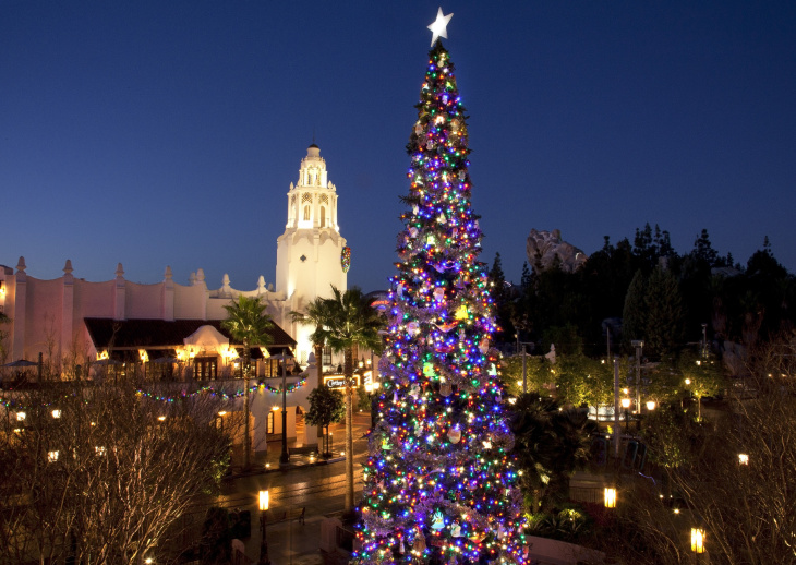 When Does Disneyland Decorate For Christmas.Christmas At Disneyland Explained In 15 Photos Laist
