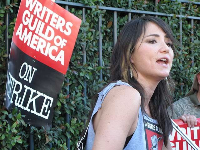 kt tunstall plays to the striking writers of the wga in burbank in front of the disney gates