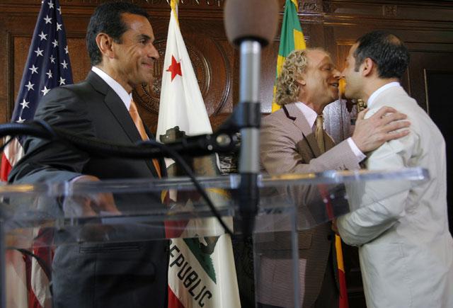 Mayor Villaraigosa officiates over the marriage of a same-sex couple