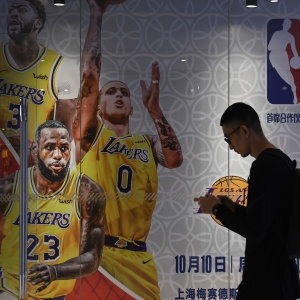 NBA Fans Are Standing With Hong Kong At The Lakers-Clippers Season Opener