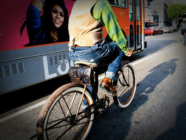 lapd-tackle-cyclists.jpg