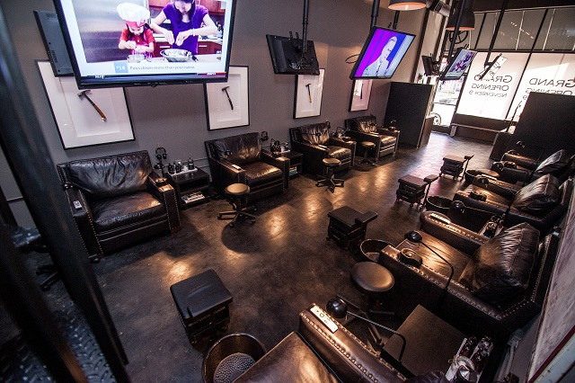 New Nail Salon Lets Men Watch Sports While Getting Manicures