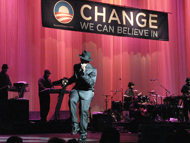 Ne-Yo performing for Barack Obama at the Gibson Theatre at Universal Studios