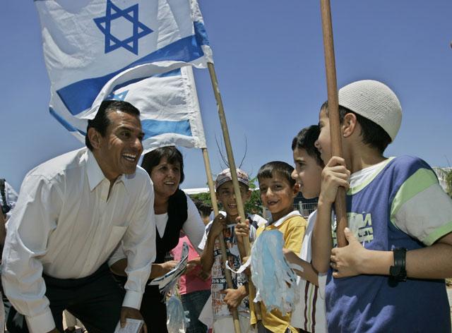 Los Angeles Mayor Villaraigosa travels to the MIDEAST to see ISRAEL and PALESTINIANS