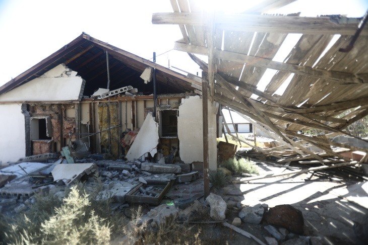 3 000 Quakes More Than 100m In Damage The Aftermath Of 7 1 Magnitude Earthquake Continues Laist