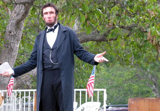 Lincoln presents the Gettysburg Address during Civil War reenactment at Tierra Rejada Ranch on 11/11/07.