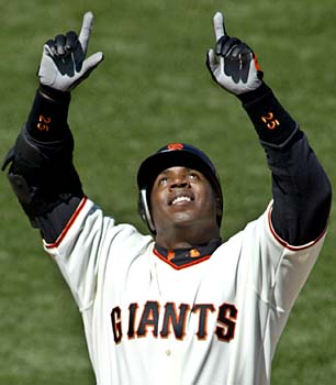 barry bonds pointing