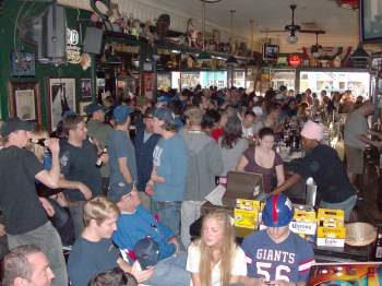 Giants fans pack Rick's Tavern in Santa Monica