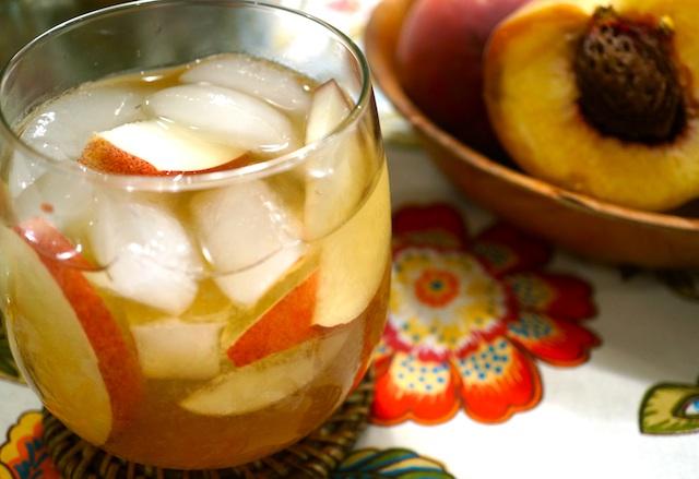 Recipe: Southern Sweet Peach Tea Cocktail