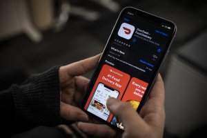 Warning 'Countless Restaurants' Face Closure, LA May Act To Curb 'Exorbitant' App Delivery Fees