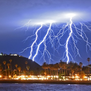 SoCal Got A Lightning Show With Thunderous Applause