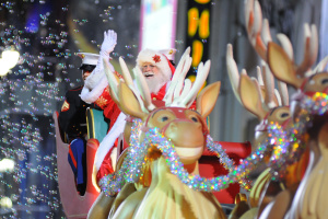 Hollywood Christmas Parade 2019: Why It's Beloved & How To Avoid The Traffic