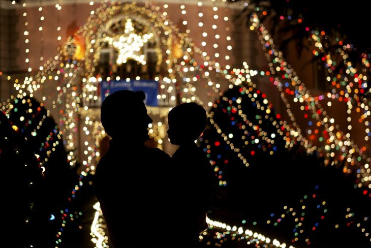 Balian House Christmas Lights 2020 Saying Farewell To Altadena's 'House Of The 10,000 Lights