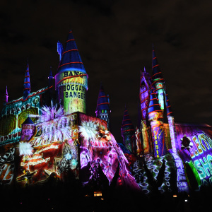 Universal Studios Toasts Christmas With Hot Butterbeer And A Holiday Harry Potter Light Show