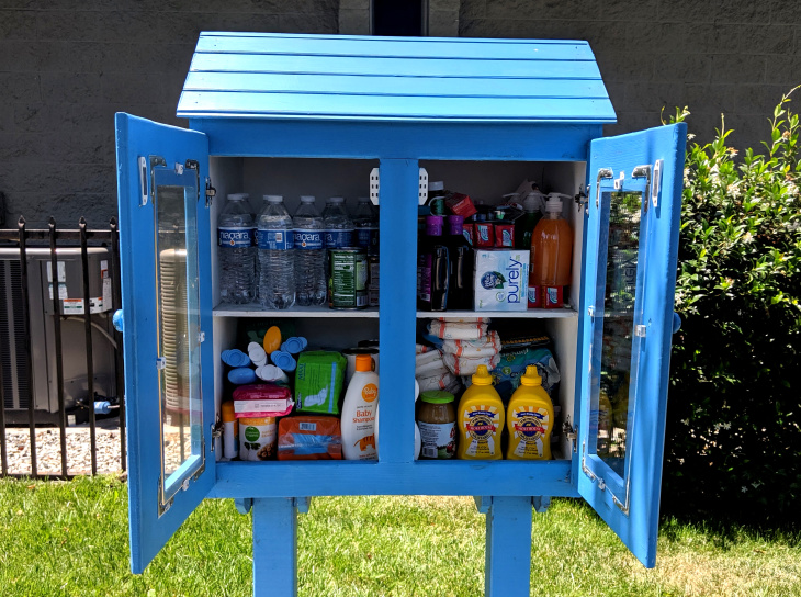 This Big Bright Blue Birdhouse In Burbank Isn't A Free Library, It's A Free Food Pantry — And There Are More: LAist