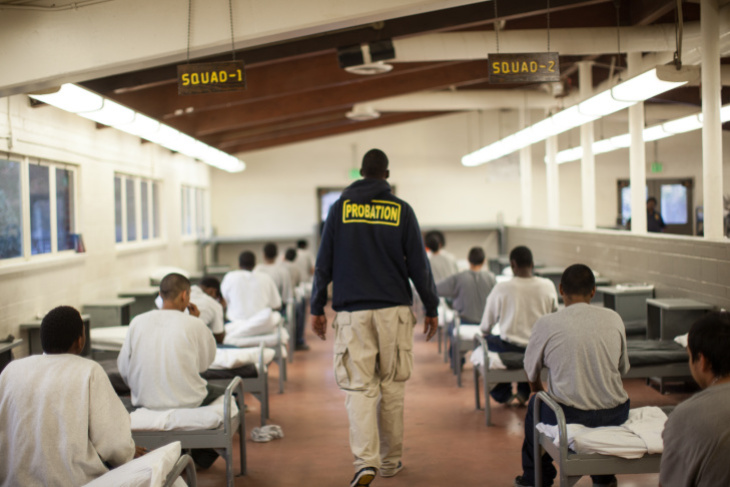 10 To A Room A Few Feet Apart Advocates Say La County S Incarcerated Youth Are At High Risk Laist