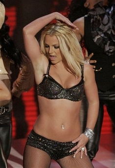 britney spears shakin her groove thing at the MTV VMAs