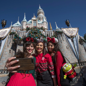 Christmas At Disneyland Explained In 15 Photos