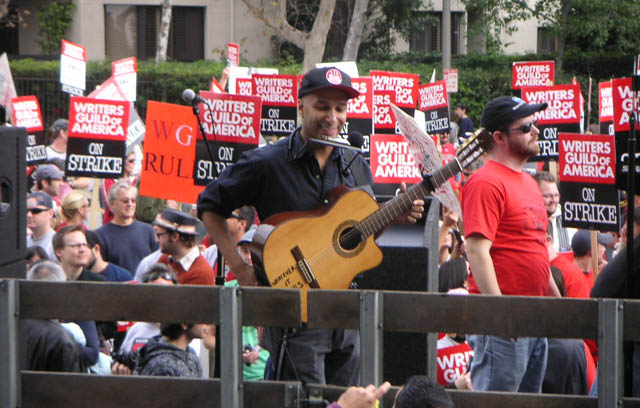 tom morello of guitar hero 3 has come to save the day