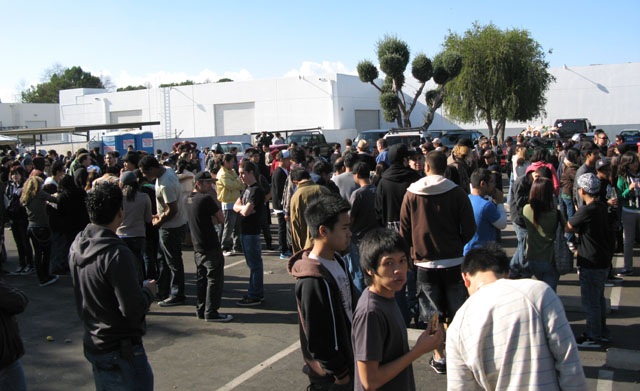 the massive lines at the Obey Giant Sample Sale
