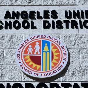 LA Teachers Set To Strike Monday After Union Rejects New LAUSD Offer. No Weekend Talks Planned