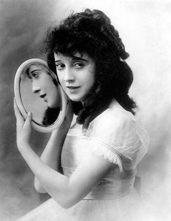 MabelNormand_with_round_mirror.jpg