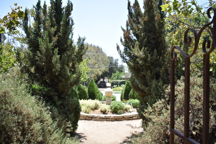 This Secret Garden In Pasadena Welcomes Your Green Thumbs